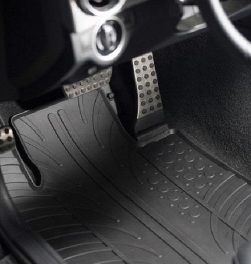 Gumi tepisi za auto su jeftiniji od tekstilnih